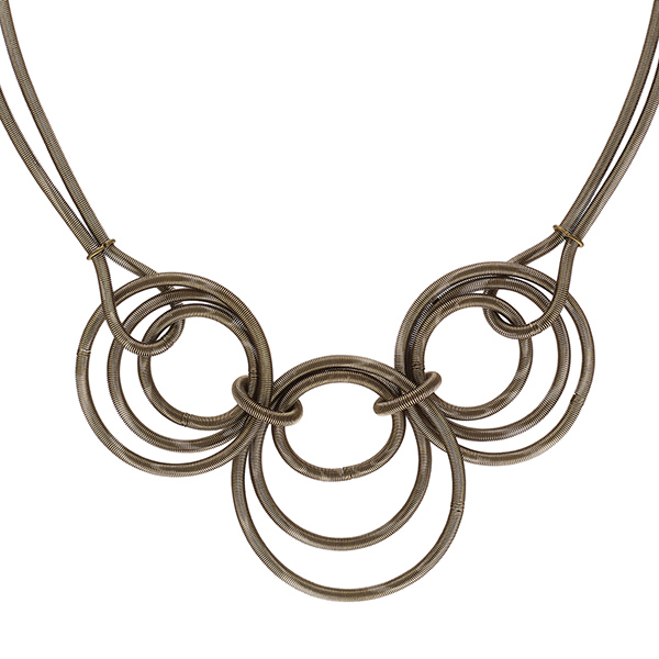 Mila gold short circles necklace