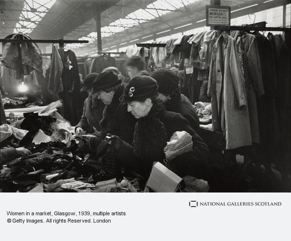Humphrey Spender, Women in a market, Glasgow
