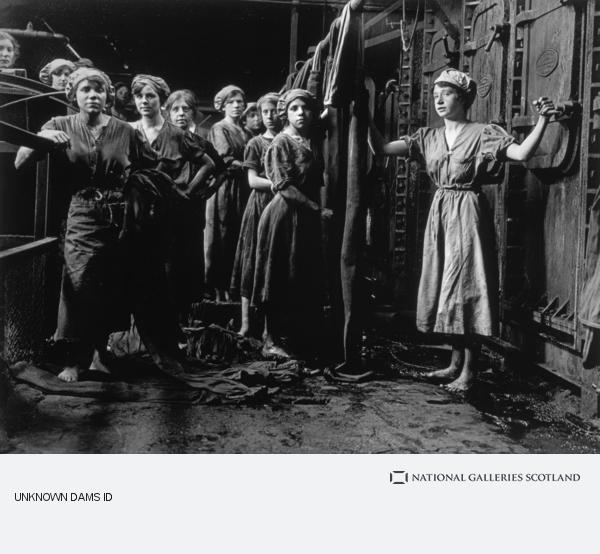 George P. Lewis, Preparing cloths for the filter presses, Glebe Sugar Refinery, Greenock (November 1918 (printed 2004))