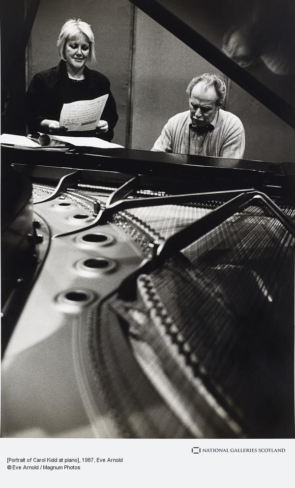 Eve Arnold, [Portrait of Carol Kidd at piano]