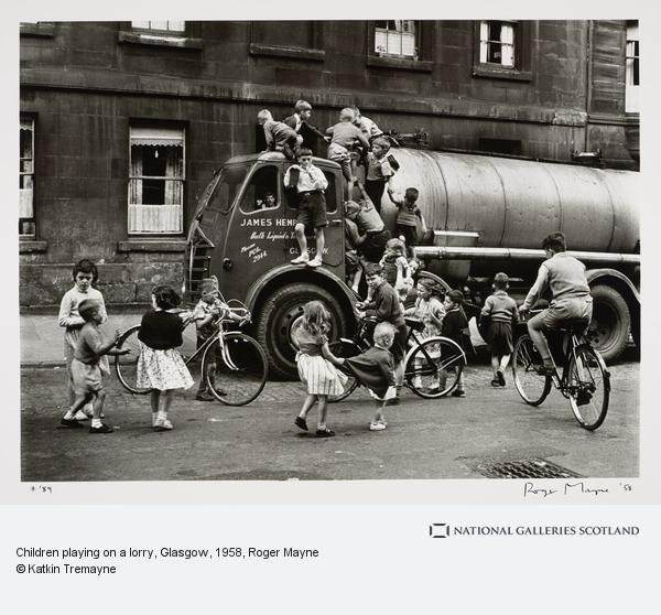 Roger Mayne, Children playing on a lorry, Glasgow (Negative taken 30 August 1958)
