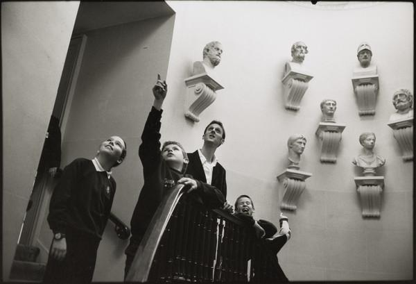 Joel Edwards, Education Department, teaching pupils from North Fort Primary School, Edinburgh, at the National Gallery of Scotland (2001)