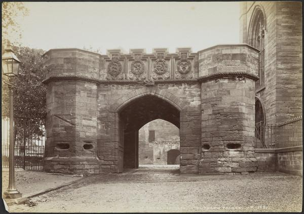 Entrance Gate to Linlithgow Palace