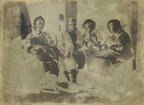 Group of five unknown people and a baby [Newhaven] (1843 - 1847)