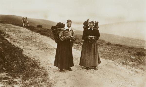 Shetland Peat Carriers, knitting