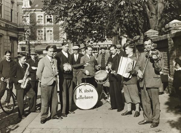 Street Musicians in Cologne, 1928 (1928)