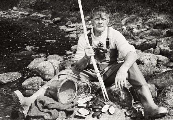 Bill Abernethy, pearl fisher (1990 (printed 2008))