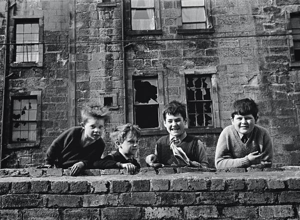 An Eye on the Street, Glasgow 1968 (Four boys at wall) (1968)