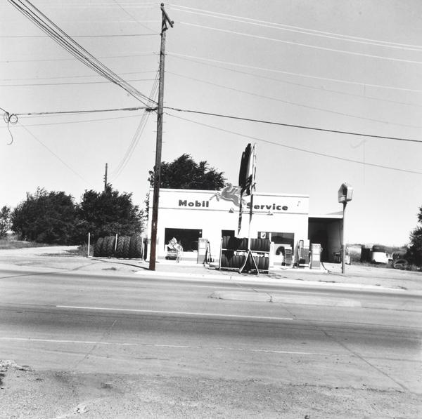 Mobil - Shamrock, Texas (from Five Views from the Panhandle Series) (1962 / 2007)