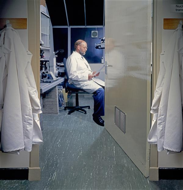 Team Leader Ian Wilmut in his laboratory at The Roslin Institute (2002)