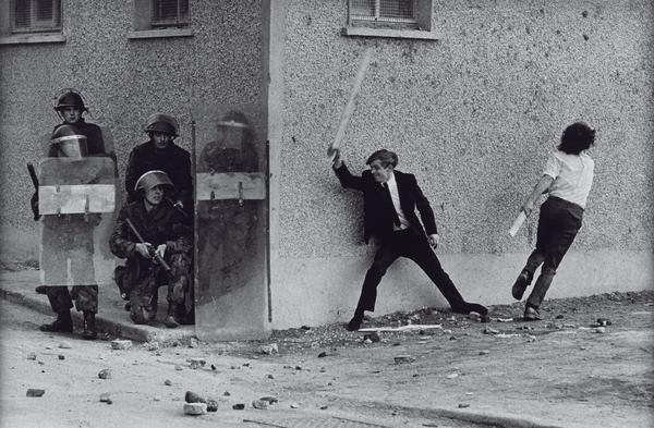 Catholic Youths Attacking British Soldiers in the Bogside of Londonderry (1971 (printed 2013))