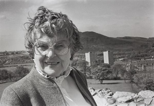 Helen Crummy (1984 (printed 2008))