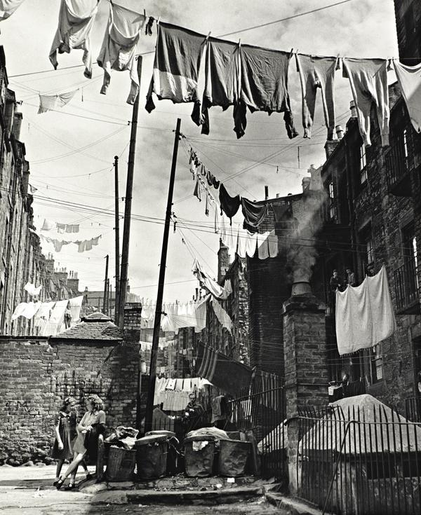 Washing Strung Between Tenements, Dundee (1948 (printed 1989))