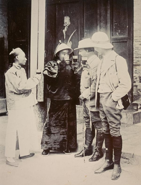 Duke Kong Drinking with Sir James Haldane Stewart Lockhart at Qufu, 1903 (1903)