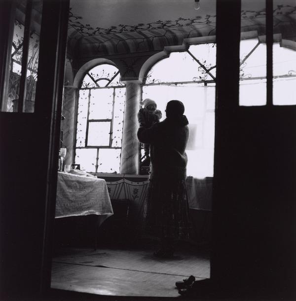 Calderari Gypsy Mother and Child, Sintesti, Romania (1993)