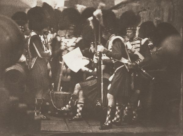 92nd Gordon Highlanders reading the orders of the day at Edinburgh Castle (2002)