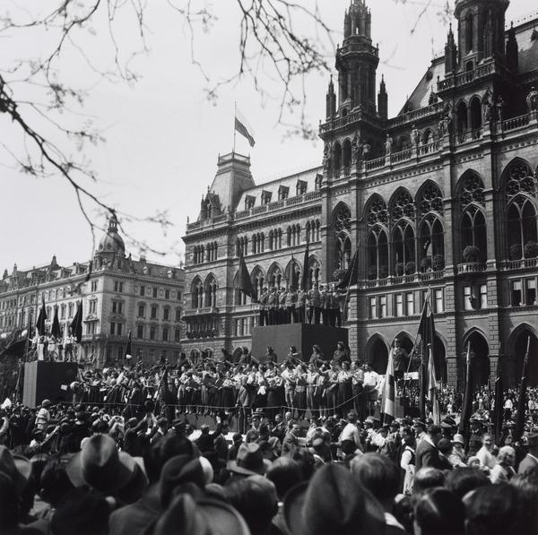 Untitled [Mayday rally, Rathaus, Vienna] (About 1930 (negative))