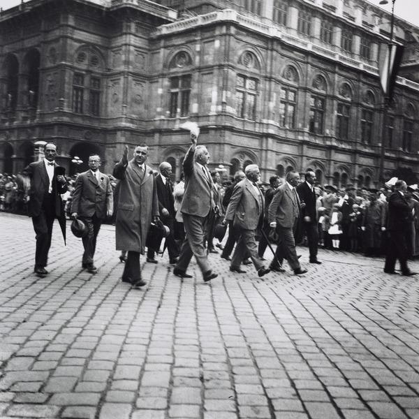 Untitled [Social-democratic leaders, Vienna] (About 1930)