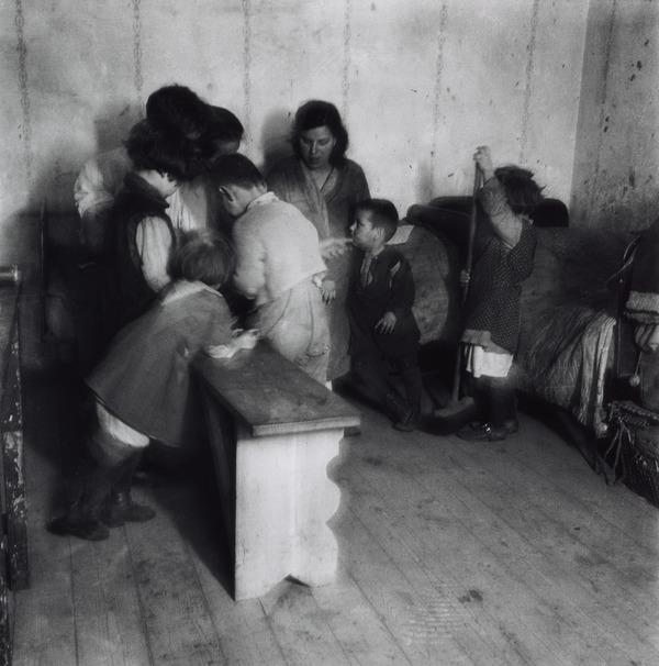 Untitled [Working-class interior, Vienna] (About 1930 (negative))