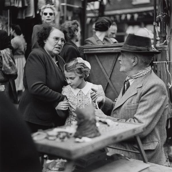 Untitled [Caledonian Market? London] (About 1935 (negative))