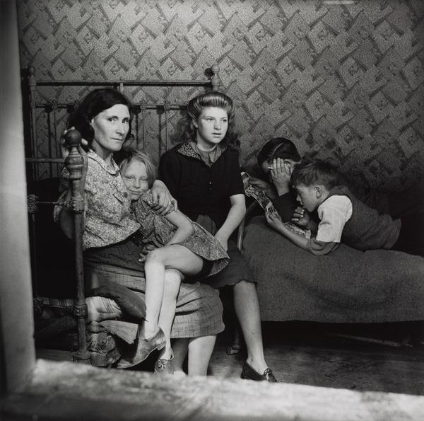 Untitled [Working-class interior, Stepney, London] (1930s (negative))