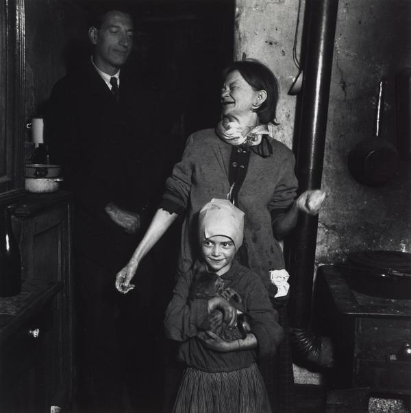 Untitled [Man, woman and child with cat] (About 1935 (negative))