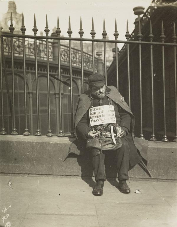 'Blind Beggar Waverley Bridge' (About 1912)