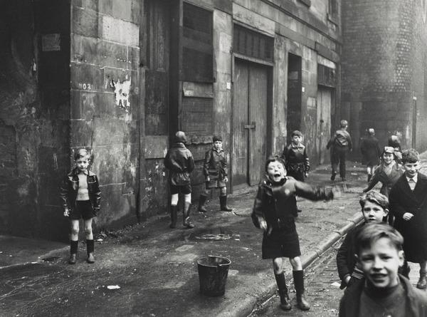 'Children, the Gorbals, Glasgow' (14 February 1958 (printed 1989))